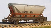 373-950A Graham Farish: HFA Hopper Wagon With Dust Cover 'Railfreight' Weathered